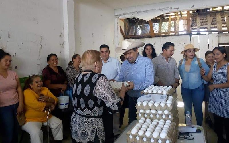 Martínez Soto sostuvo que en estas giras de trabajo, además de atender las gestiones que la población le hace, también aprovecha para recibir las propuestas para enriquecer su agenda legislativa