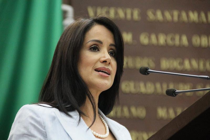Martínez Manríquez abundo que la iniciativa también ajusta la redacción en donde se establecen los requisitos para poder ser designado como comisionado, con el propósito de tener un mejor entendimiento y congruencia