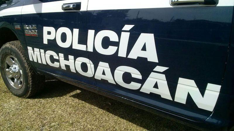 En la colonia Ramírez, agentes de la Policía Michoacán aseguraron a los presuntos responsables en posesión de droga y un arma de fuego