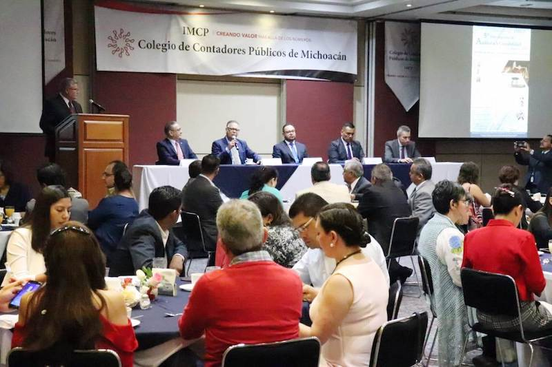 Orozco Besenthal exhortó a los integrantes del Colegio de Contadores de Michoacán a marcar la agenda y los temas para lograr un trabajo conjunto y efectivo