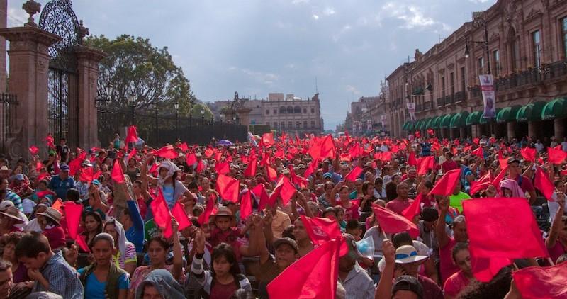 """En Michoacán, el presidente dijo que los apoyos serán entregados directamente a los beneficiarios, sin intervención de organizaciones sociales como """"la Antorcha mundial"""""""