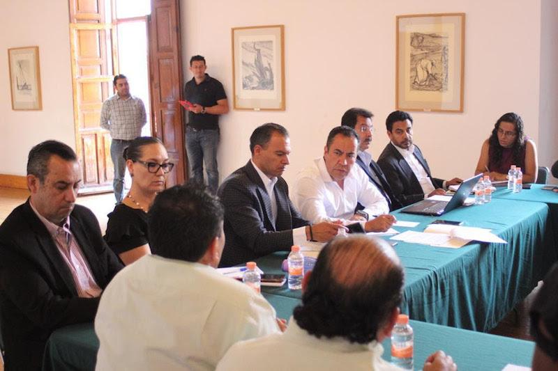 Durante la reunión acordaron establecer una mesa técnica, a iniciarse el próximo jueves, en la que se elabore una propuesta integral para generar una ruta de trabajo