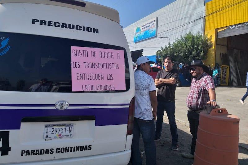 Por parte de la empresa, el gerente Juan Manuel Hernández contrario a lo que señalaron los trabajadores del volante, dijo que no les negaron la colocación de los catalizadores a los transportistas