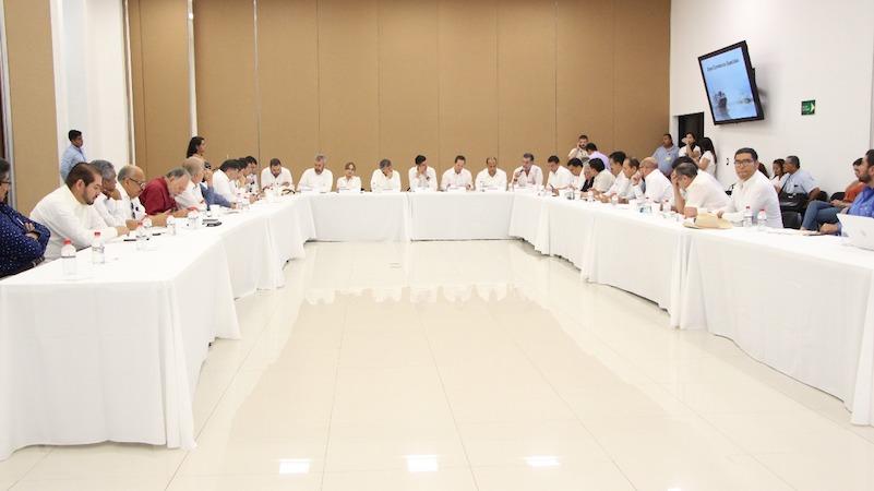 Desde la Administración Portuaria Internacional de Lázaro Cárdenas, los líderes de diversas cámaras empresariales agrupadas por el CCEEM, expusieron la imperante necesidad de continuar el proyecto de las Zonas Económicas Especiales