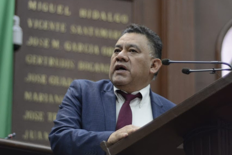 """Es necesario que trabajemos de manera comprometida para armonizar la Guardia Nacional en Michoacán, esquema de seguridad que promete mucho en el combate a la inseguridad que impera en diversas entidades de nuestro país"""", enfatizó Bernabé Bahena"""