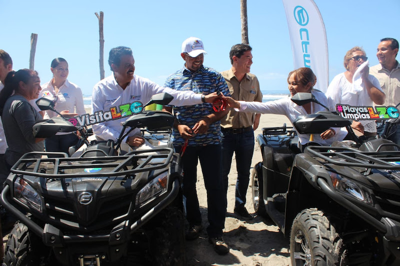 Ricardo Luna García, titular de la Semaccdet y Juan Carlos Vega Solórzano, procurador del Ambiente, presidieron la entrega simbólica de los apoyos a los responsables de la operatividad de los campamentos tortugueros