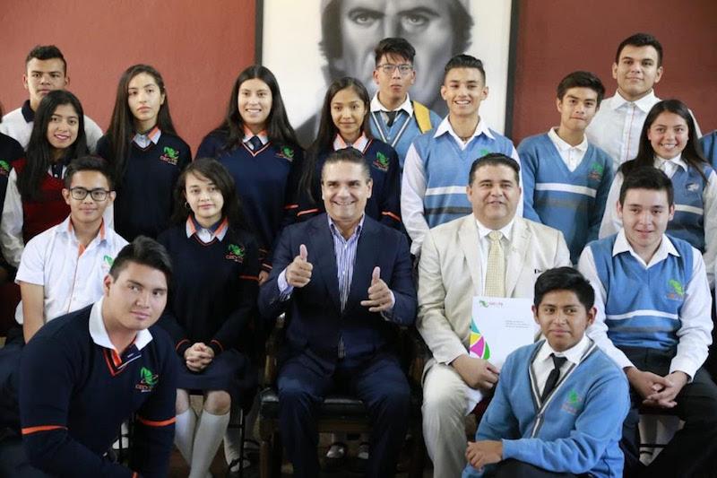 Aureoles Conejo deseó a los estudiantes el éxito en las próximas competencias, seguro de que regresarán al estado con muchos más logros; el solo hecho de competir, ya es un avance, recalcó