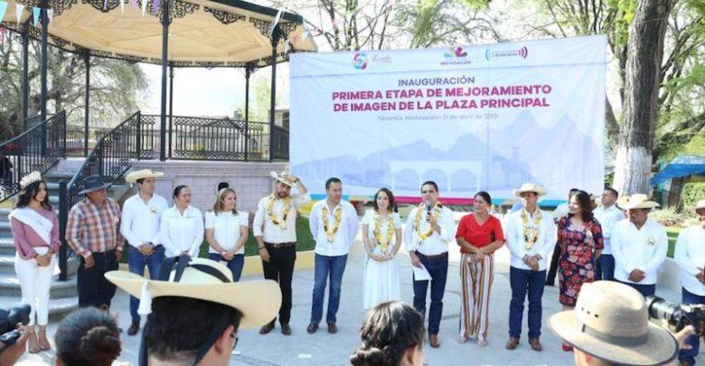 """""""Voy a estar muy al pendiente, voy a apoyar a la presidenta para que esté fortalecida la seguridad y la gente pueda disfrutar sus fiestas"""", apuntó Aureoles Conejo"""