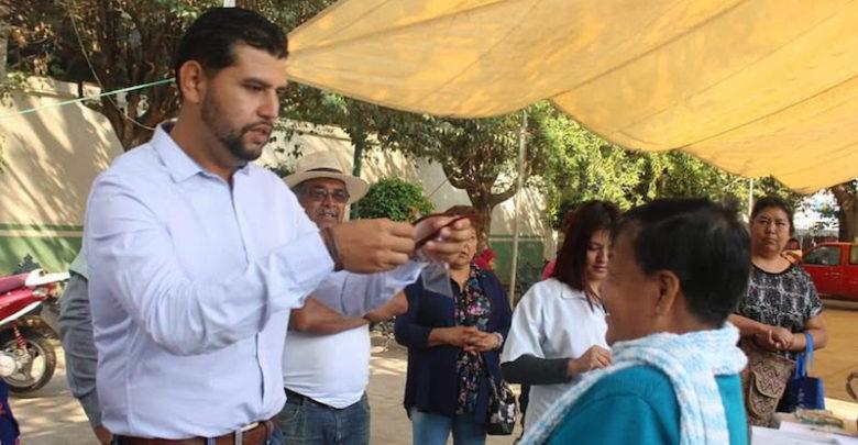 Octavio Ocampo expuso que estas campañas las está llevando a los distintos municipios del Distrito de Huetamo y a otras demarcaciones que le han solicitado el apoyo