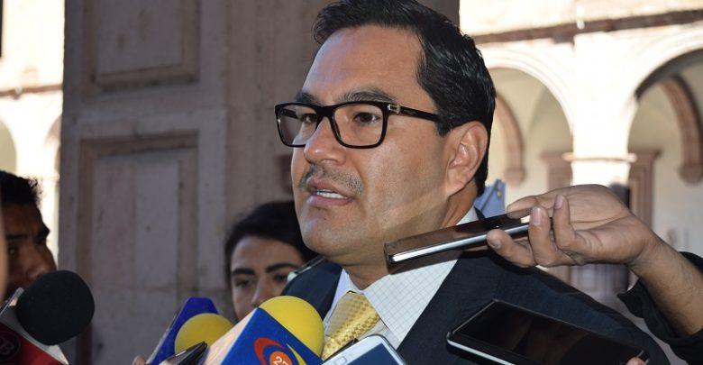 Recientemente el Ombudsman michoacano, Víctor Manuel Serrato, hizo un llamado urgente a las autoridades estatales para que atendieran la ola de violencia desatada en las últimas semanas