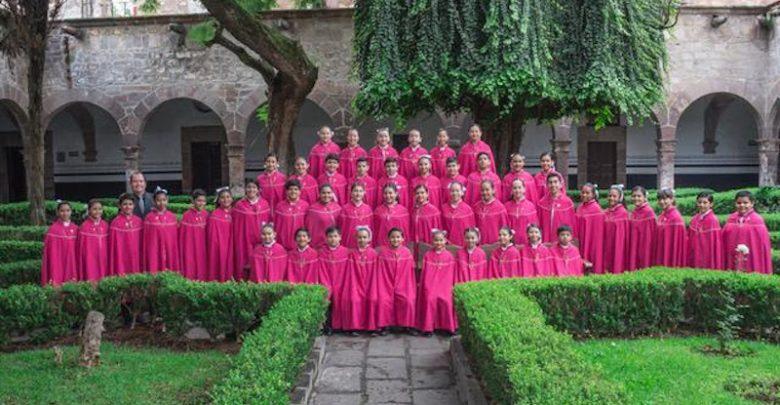 Hoy en día, el coro está integrado por niños y niñas de entre los 9 y 14 años de edad y es dirigido por Hernán Cortés Carrillo, ex niño cantor de Morelia