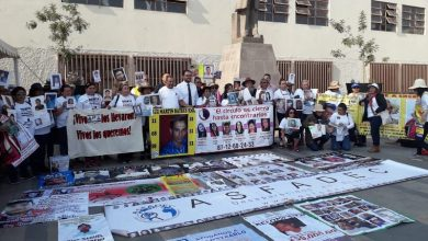 Los integrantes de la V Caravana arribaron a Sahuayo, donde asistieron a una misa y marcharon por la avenida principal mostrando los rostros de sus parientes desaparecidos