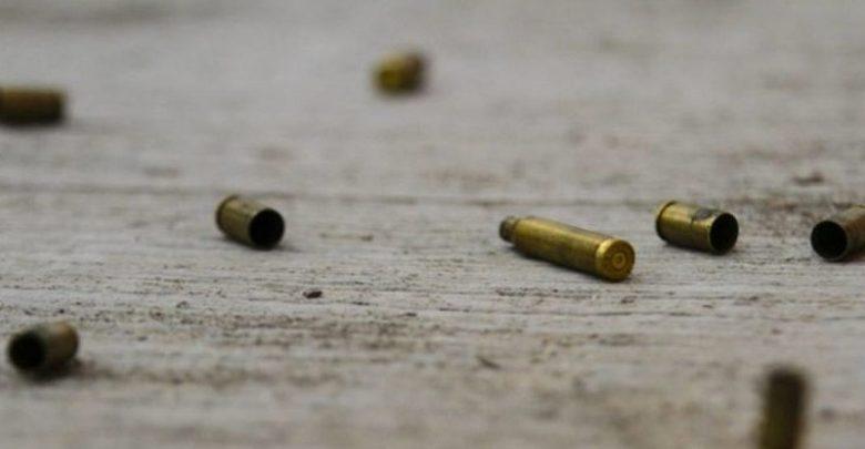 En esta acción, fueron aseguradas cuatro armas de fuego y tres vehículos, mismos que serán analizados por expertos