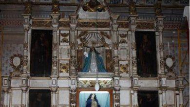 El retablo de estilo plateresco, es el único que queda en Michoacán construido antes de la instauración del Concilio de Trento